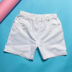 1990's vintage shorts in white